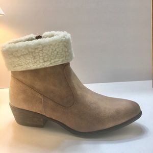 Dollhouse, faux fur fold-over booties, Size 8.5